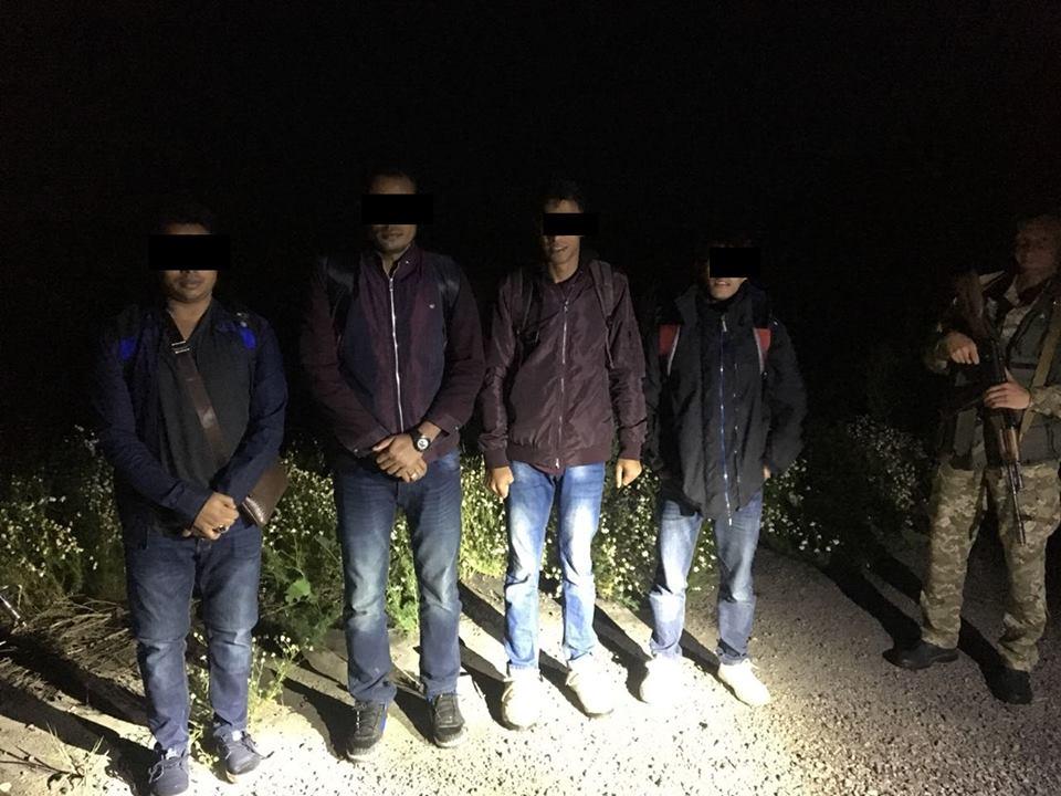 Группа иностранцев прорвалась на Харьковщину (фото)
