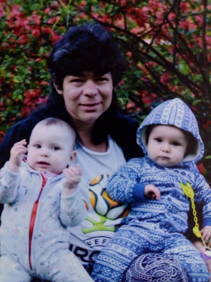 В Харькове мать девочек-близняшек серьезно заболела после того, как потеряла любовь (фото)