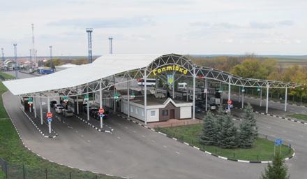 Путешественники, выезжающие из России, застряли на границе под Харьковом