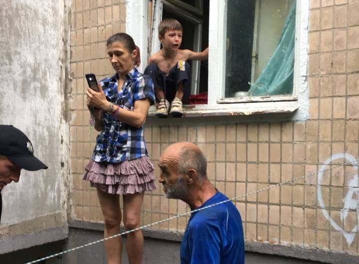 В Харькове горе-отец обменял сына на краску для ремонта квартиры (фото)