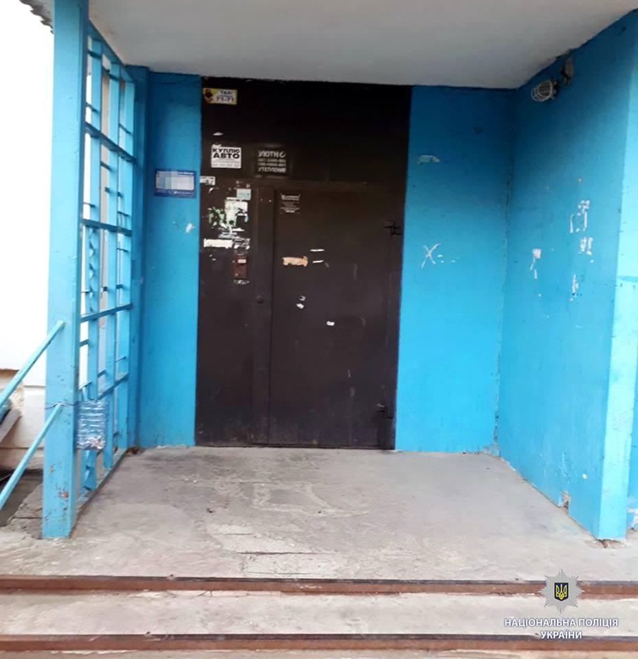 ЧП на окраине Харькова. Возле двери квартиры женщину поджидала неожиданная гостья