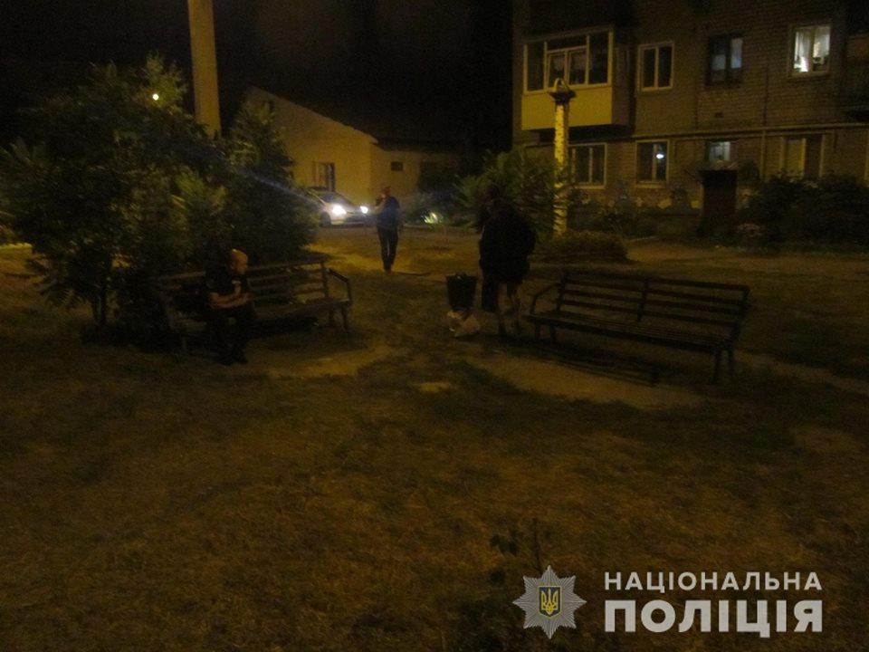 В Харькове мужчина устроил кровавые разборки на глазах у ребенка