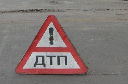 В Харькове автомобиль врезался в памятник (фото)