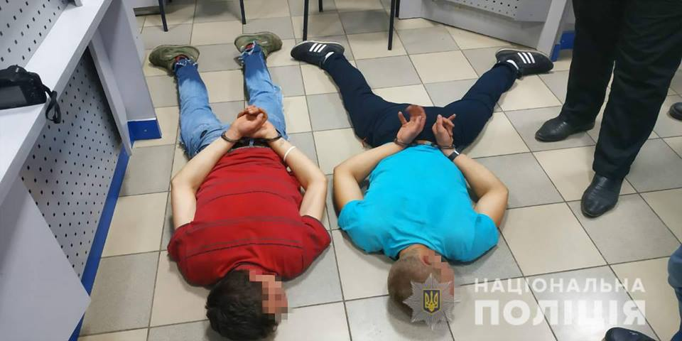ЧП в Харькове. В магазин ворвался вооруженный человек