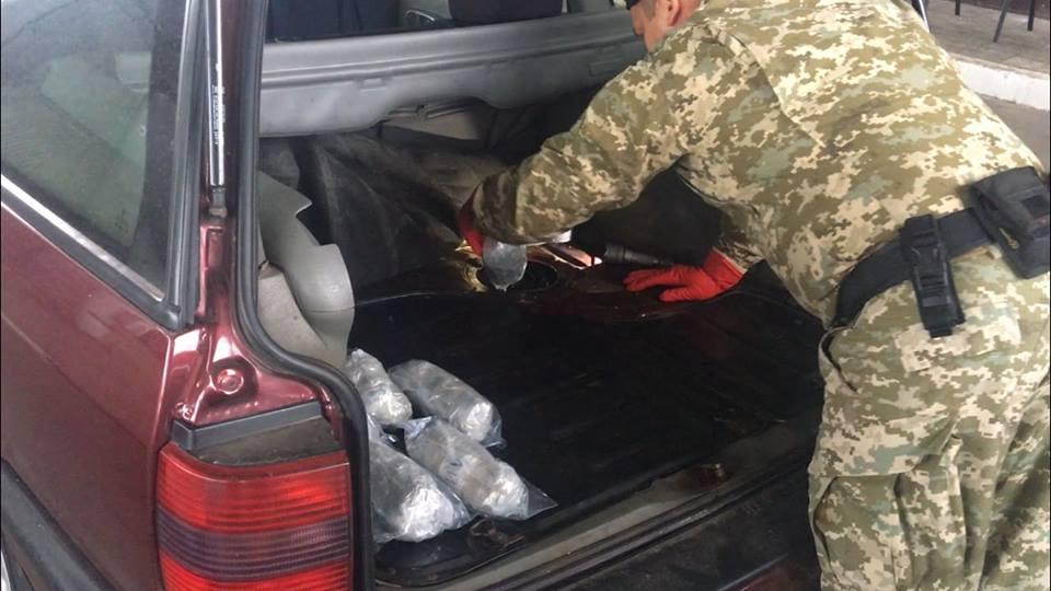 Под Харьковом мужчина с лишними килограммами попал в большие неприятности (фото)