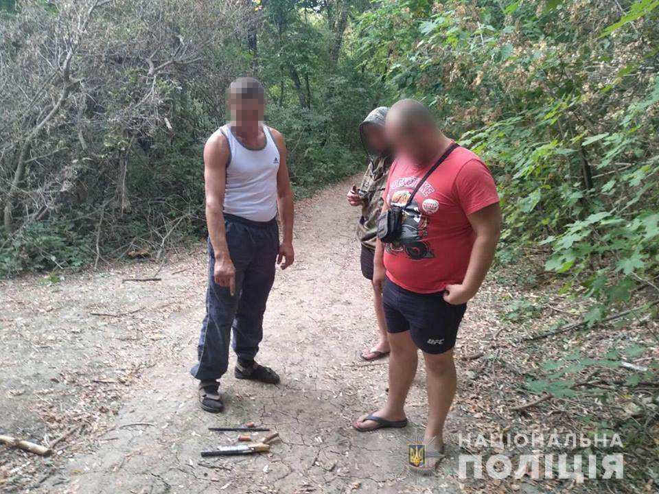 В Харьковской области вооруженный мужчина разгуливал по улицам