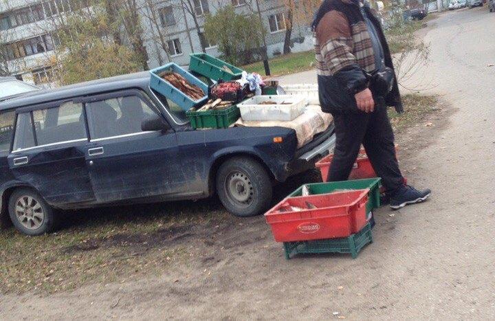 Со дворов харьковских многоэтажек хотят убрать машины