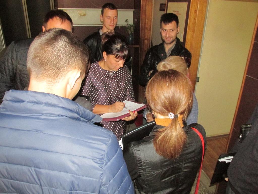 Скандал в Харькове. Хозяин предприятия набросился на проверяющих (видео)