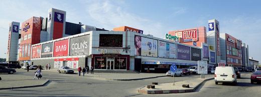 Происшествие возле супермаркета. Харьковчанин вышел из магазина и бросился за мужчиной (фото)