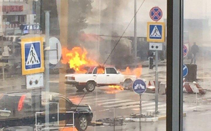 ВХарькове среди улицы вспыхнуло авто