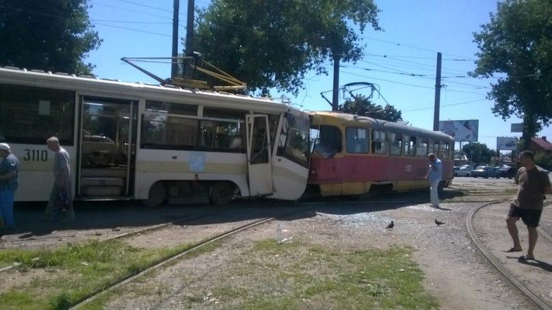таран трамваев