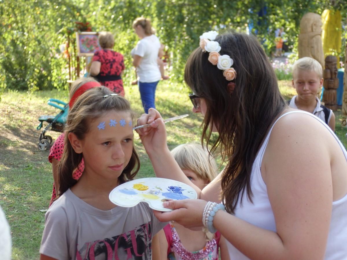 Сказку для детей устроили на Харьковщине (ФОТО, ВИДЕО)
