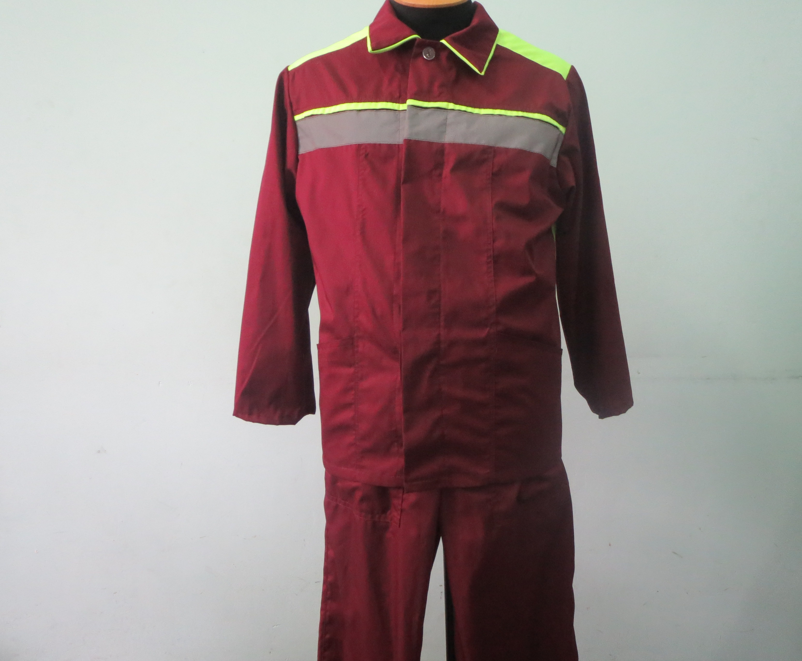 Коммунальщиков одели в брендовую одежду (ФОТО)