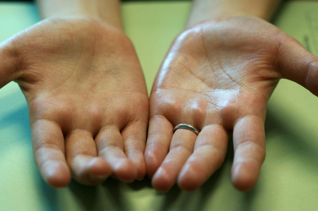Граждан с липкими руками ограничат в общении
