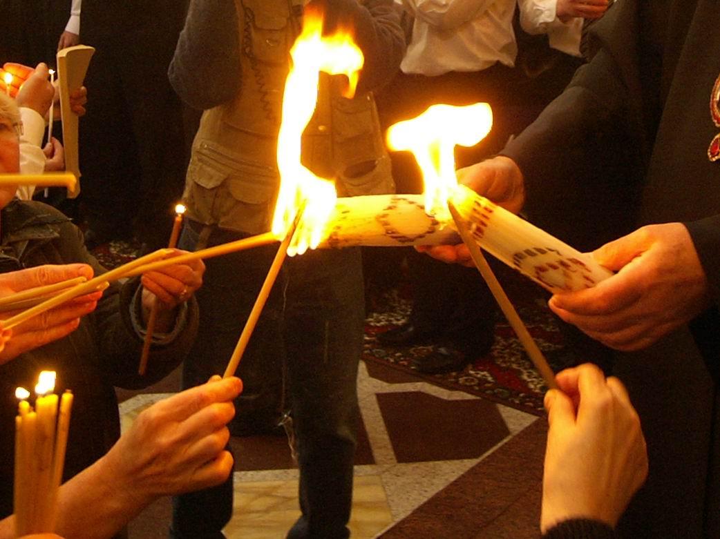 Благодатный огонь привезли в Харьков