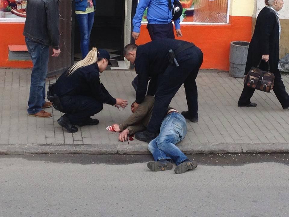 Харьковчанин празднично разукрасил асфальт (ФОТО)