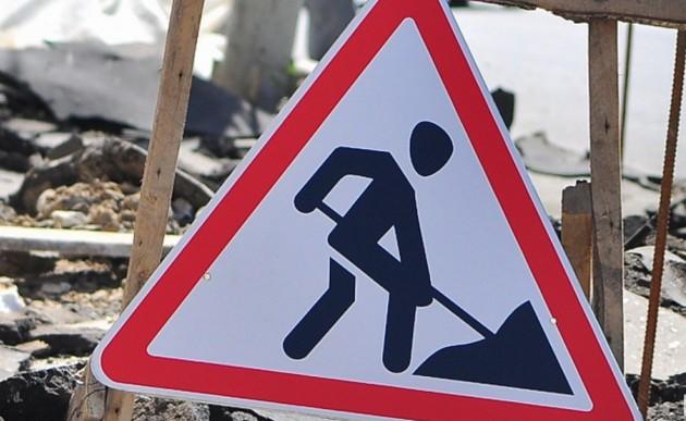 Коммунальщики перекрыли Сумскую и хотят снести кафе (ФОТО)