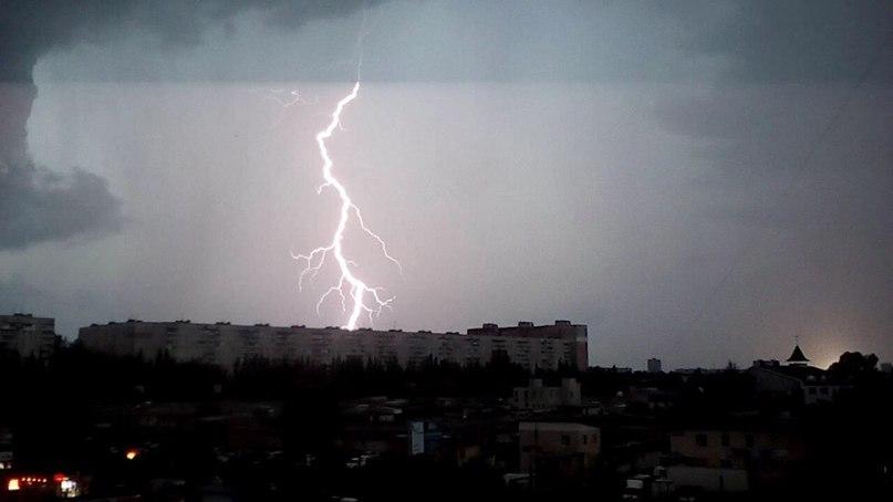 Буря пронеслась по Харькову (видео)