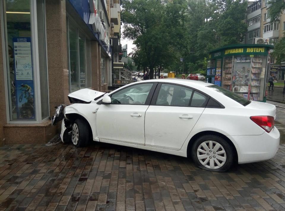 Крупная авария в Харькове (ФОТО)
