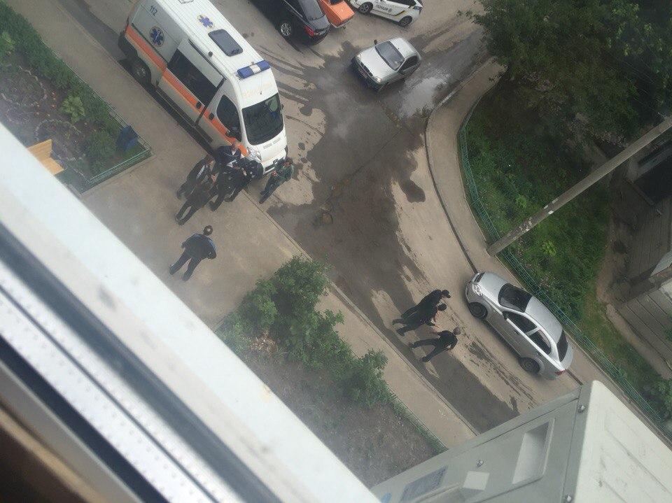 Женщина с проломленным черепом набросилась на полицию
