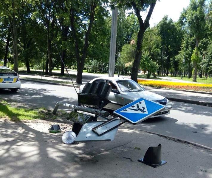 Харьковский автомобилист насмешил покупателей супермаркета (ФОТО)