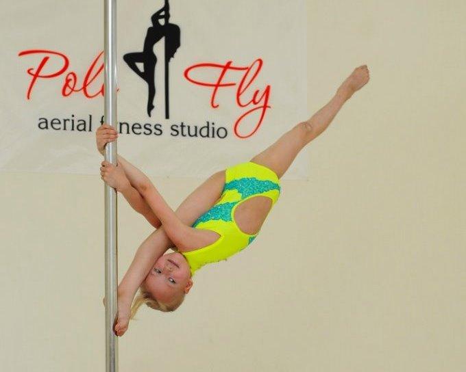 Харьковская школьница шокирует мир танцами на пилоне (ФОТО)