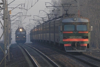 Пассажиров железной дороги катают пенсионеры