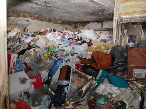 Жуткая история под Харьковом. Соседи нашли в мусоре труп мужчины и скелет его жены, пропавшей много лет назад (видео, дополнено)