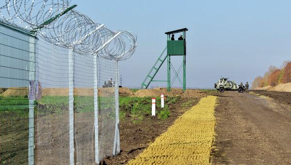 Скандал на границе. На «Стену» не хватает денег