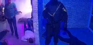 Силовики ограбили посетителей ночного клуба (Дополнено)
