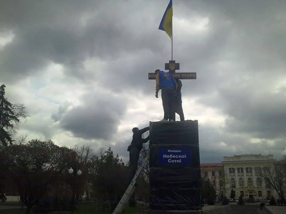 Скандальную площадь хотят украсить новым монументом