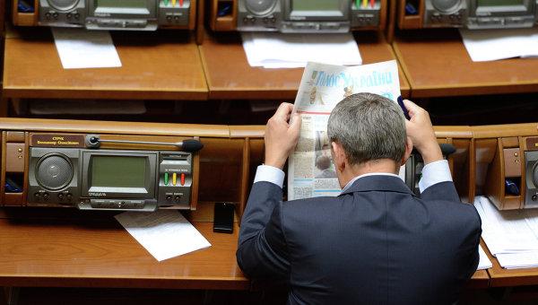 Народных депутатов пытаются заставить работать