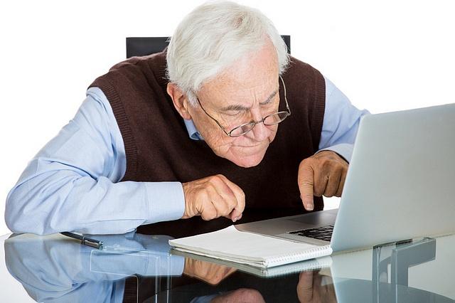 Харьковских пенсионеров усадят за компьютеры