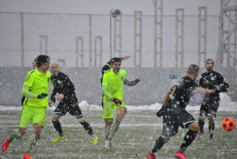 Харьковчане оказались в снежном плену