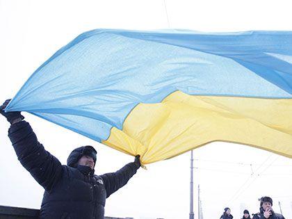 Украинцы требуют пересадить депутатов и министров на украинские автомобили