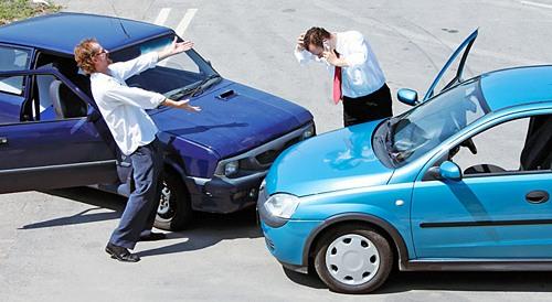 Авария в центре Харькова. Машина кувыркалась по дороге (ФОТО)