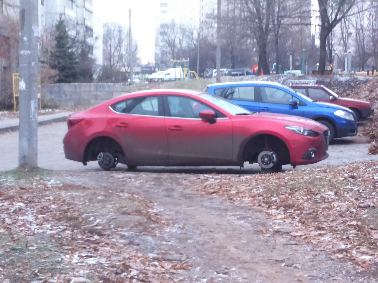 Неизвестные в Харькове калечат автомобили