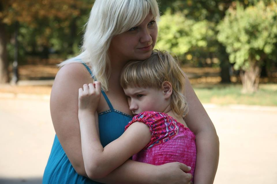 Маленькая харьковчанка страдает из-за неизученного заболевания