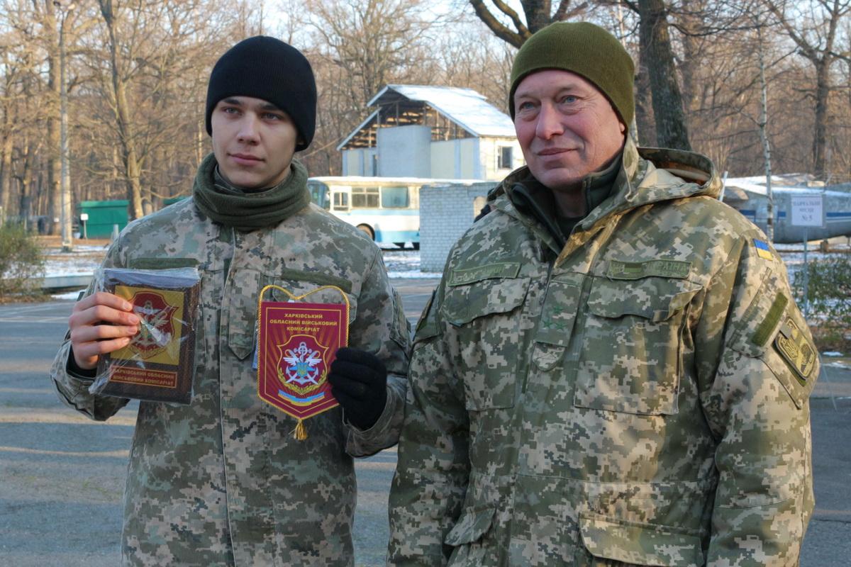 Харьковских студентов заставили идти в армию (ФОТО)