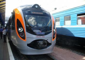 Элитный поезд заморозил харьковчан