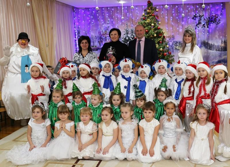 Воспитанники харьковских детсадов получили подарки ко Дню Святого Николая