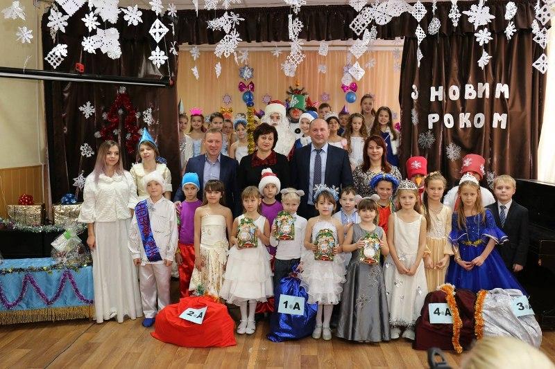 Харьковские школы получили полезные подарки на Новый год