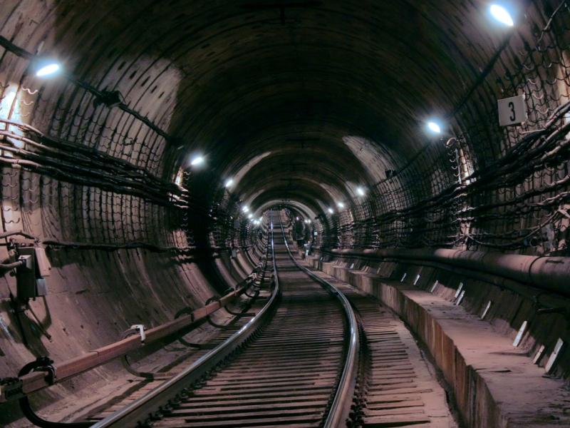 ЧП в городской подземке. Мужчина отправился навстречу поезду