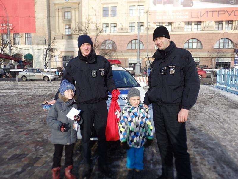 Полицейские перепугали детей в Харькове (ФОТО)