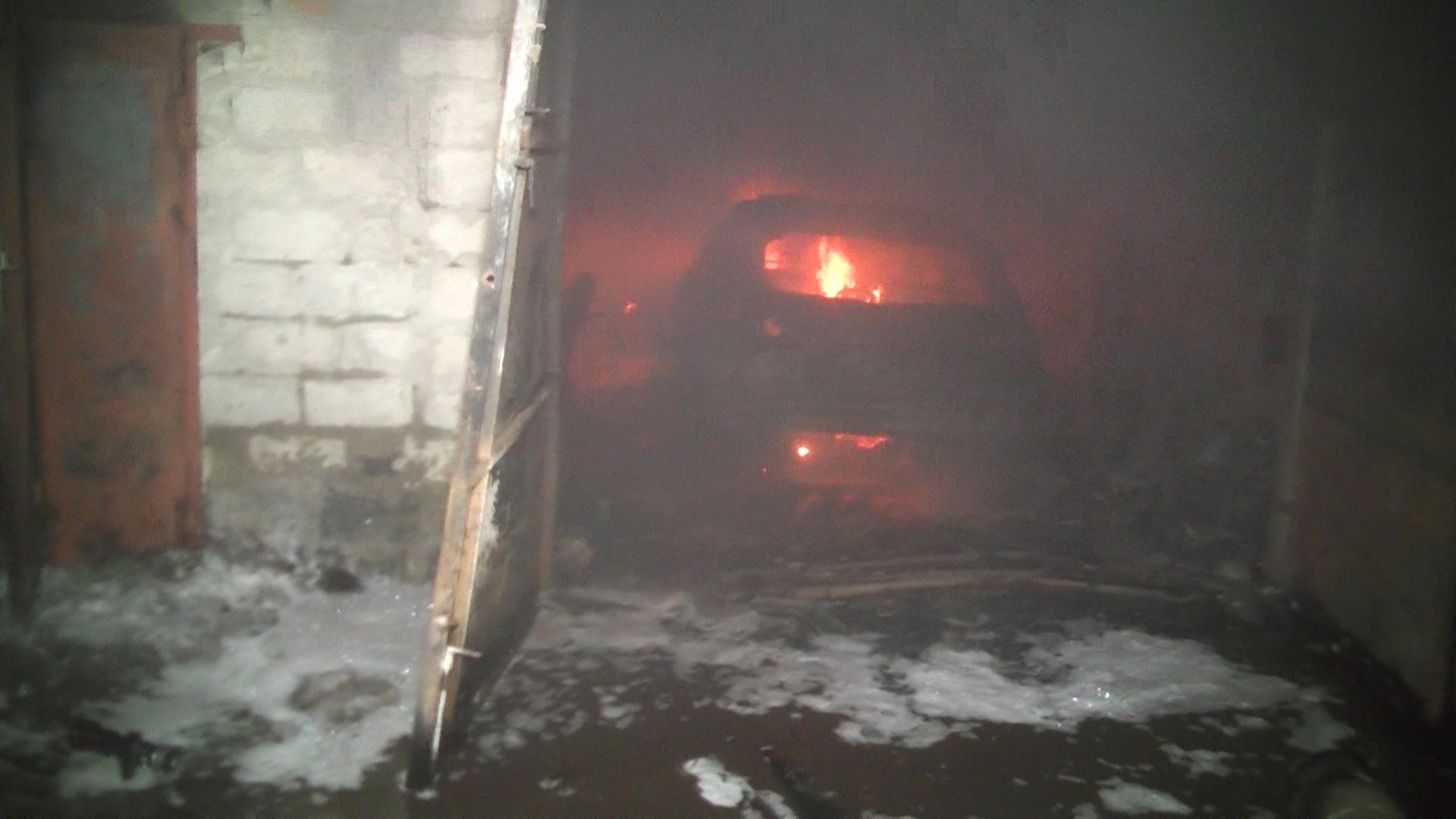 Мужчина в Харькове покалечился, спасая свой дорогой автомобиль
