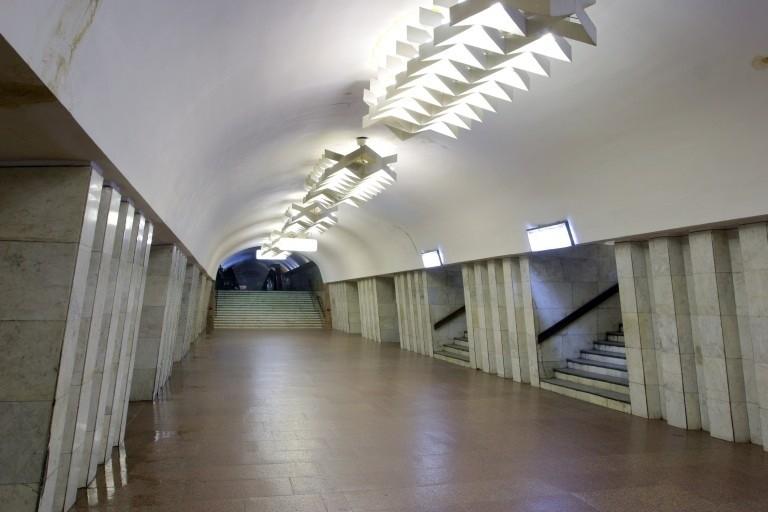 """Опубликовано видео прыжка под поезд на станции метро """"Площадь Конституции"""""""