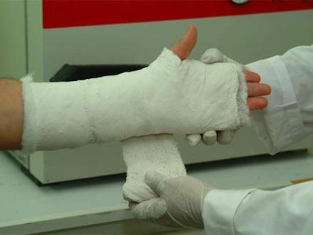 Под Харьковом бабушке сломали руку из-за чужих очков