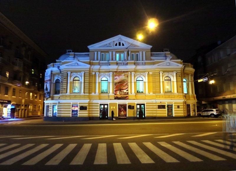 Известный иностранец отобрал в Харькове два десятка счастливчиков