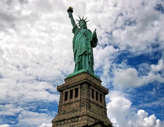 На площади Свободы хотят отстроить огромный памятник