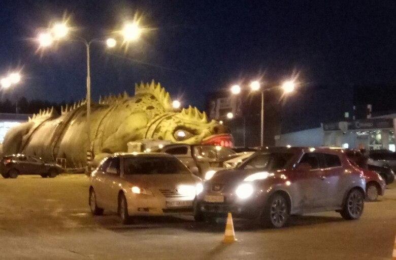Харьковчане начудили возле торгового центра (ФОТО)